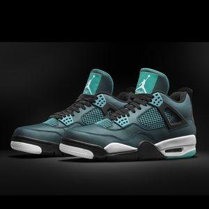 🏀Boys Jordan retro 4 Teal size 5 1/2y🏀